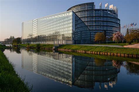 siege du parlement europeen strasbourg ou bruxelles un siège unique pour le parlement