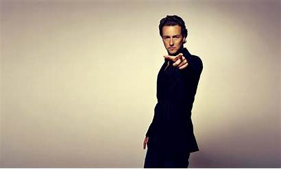 Pointing Actors Norton Edward Suit Desktop Wallpapers