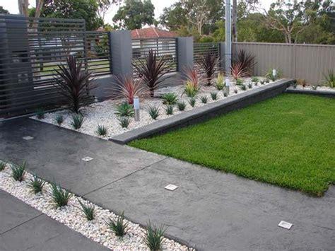 simple backyard ideas for small yards diy landscaping ideas easy landscaping ideas for small front yard 560x420 simple front yard