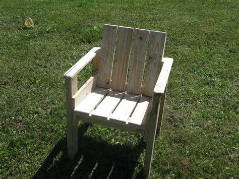 chaise en palette de bois bande transporteuse caoutchouc