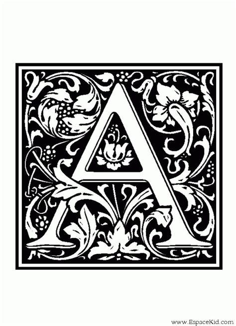 coloriage lettre  coloriages lettrine coloriage alphabet lettrine lettrine moyen age