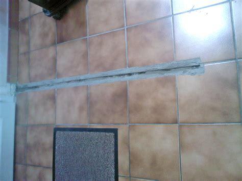 cacher carrelage cuisine poser du revêtements de sol démontage cloison cacher un