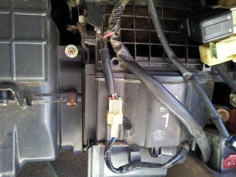 ac fan not blowing 1995 toyota no light on the ac button and no air blowing