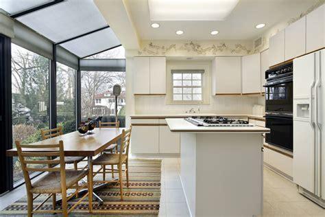 "36 ""Brand New"" All White Kitchen Layouts & Designs (Photos)"