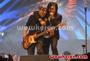 Foto Yuke dan Ari Lasso Kolaborasi di Konser 'Dua Ruang ...