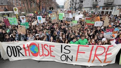The world is waking up. El movimiento 'Fridays for future' protesta de nuevo ...