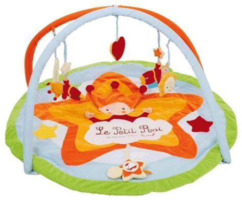 age tapis d eveil babynat tapis d eveil petit roi doudouplanet