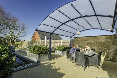 auvent de terrasse profitez de votre terrasse toute l 233 e avec un abri bozarc