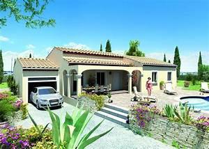 Style De Maison : maison de plain pied de style traditionnel avec garage ~ Dallasstarsshop.com Idées de Décoration