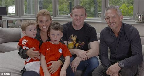Wayne Rooney welcomes Gary Lineker into his home to meet ...