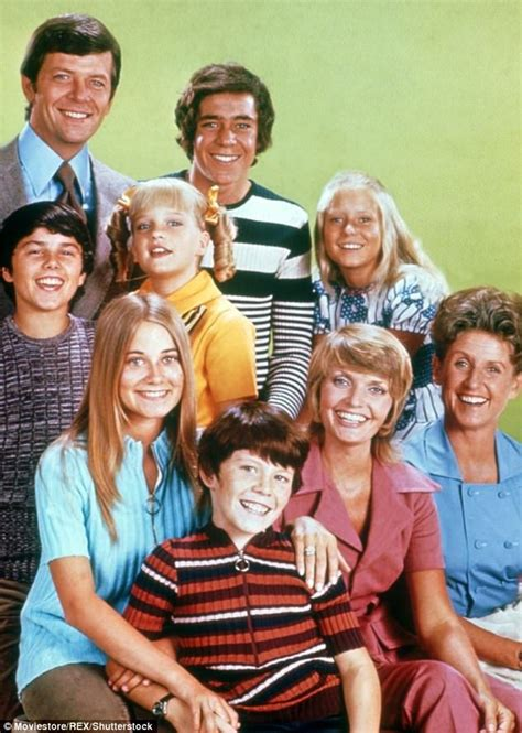 cast  brady bunch reveal fond memories  tv mom