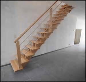 escalier droit en bois avec cr 233 maill 232 re et limon central
