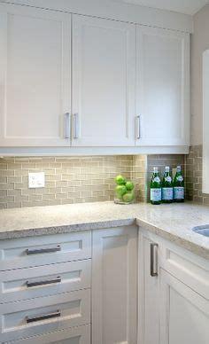 traditional kitchen backsplash 1000 images about new home on quartz 2897