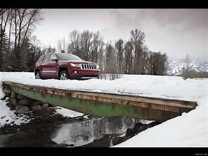 Jeep Grand Cherokee 2011 On Snow Front Right Quarter