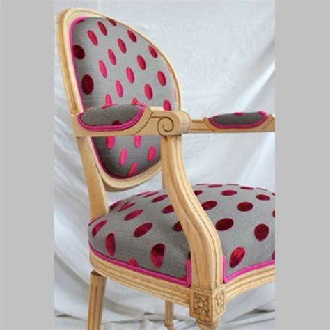 tissus d ameublement pour fauteuils fauteuil bois brut et tissu pois velours fauteuil fauteuil fauteuil medaillon