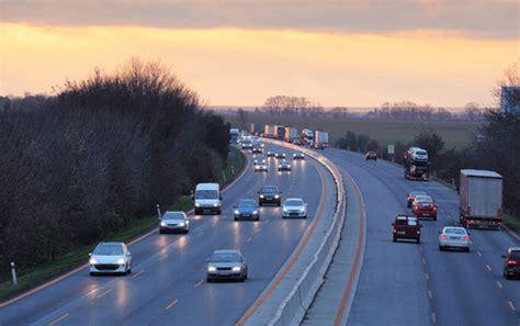 was müssen sie beim einfahren auf die autobahn beachten sicherheit auf der autobahn einfach erkl 228 rt unfallhelden