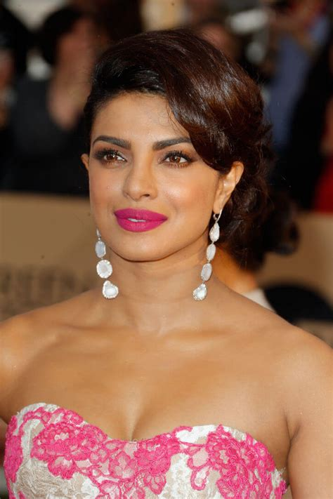 Choose Right Type of Earrings: Learn From Bollywood Beauties