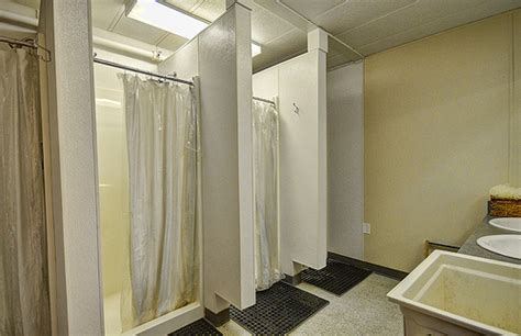 tips  sharing  bathroom   college dorm
