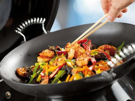 cuisine wok facile 3 recettes faciles de wok à préparer