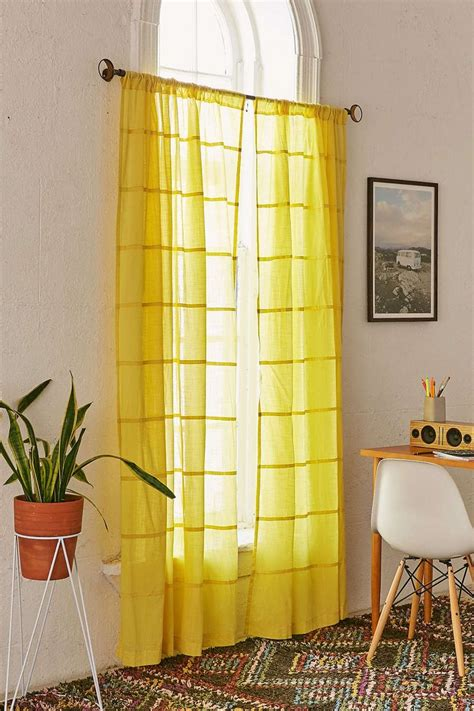 Yellow Bedroom Curtains by Top 25 Best Yellow Curtains Ideas On Yellow