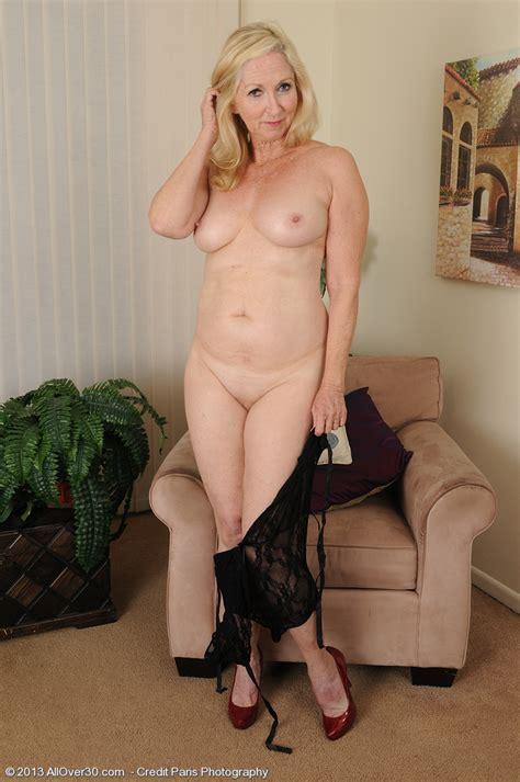 Matur Blondie Annabelle Display Her Naked Body Milf Fox