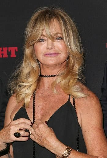 Hairstyles: Goldie Hawn ? Long Curled Hairstyle with Bangs