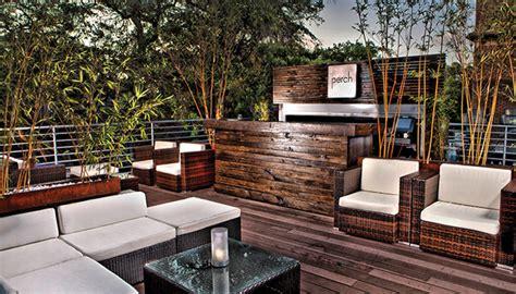 rooftop restaurants   visit  savannah