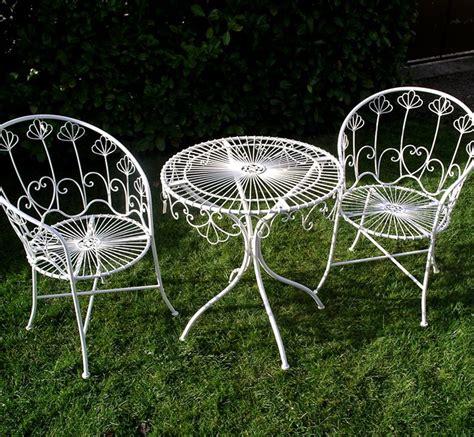mobilier de jardin en metal salon de jardin metal laqu 233 blanc d 233 montable 2 fauteuil et une table