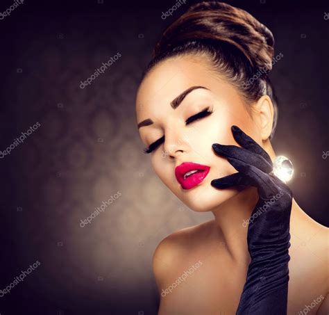 beauty fashion glamour girl portrait vintage style girl
