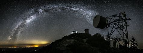 Meteors Andromeda And The Milky Way Dazzle In Amazing