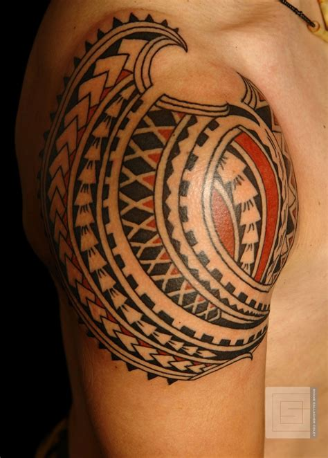 stunning geometric shoulder tattoos