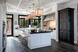 Tour This Classically Chic Chef39s Kitchen HGTV39s