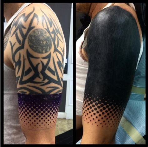 moda das blackout tattoos cobre partes  corpo de
