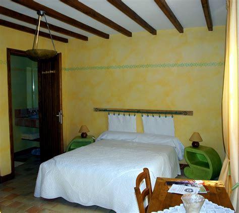 la chambre jaune la chambre jaune chambres et table d 39 hôtes