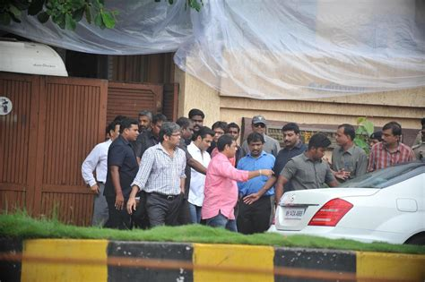 Salman Khan At Aashirwad Bungalow To Offer Condolences For