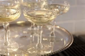 Coupe à Champagne : champagne glasses letting the wine speak ~ Teatrodelosmanantiales.com Idées de Décoration