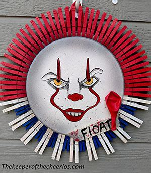 pennywise pizza pan clothespin wreath  keeper