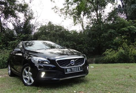 motoring malaysia test drive volvo   cross country