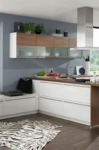 Teppich In Küche : k che in wei und holz mit zebra teppich safari k che pinterest zebra teppich ~ Markanthonyermac.com Haus und Dekorationen