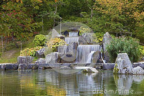 Japanischer Garten Hasselt Belgien by Kaskadieren Sie Wasserfall Im Japanischen Garten Hasselt