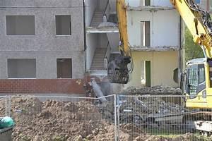 Wohnungen In Bernburg : abriss in der martin niem ller stra e bernburg salzlandmagazin ~ A.2002-acura-tl-radio.info Haus und Dekorationen