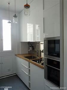 une petite cuisine fonctionnelle avec des placards With cuisine fonctionnelle petit espace