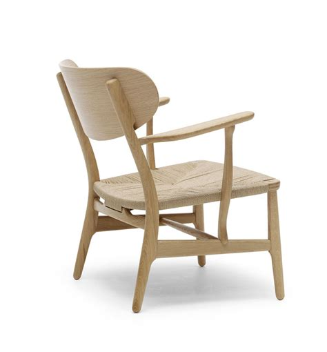 hans j wegner s ch22 lounge chair produced by carl hansen