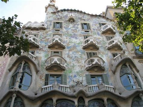 10 Must See Gaudí Buildings In Barcelona  Updated 2019