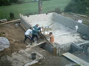 le banchage des blocs de la piscine With construire sa piscine en beton