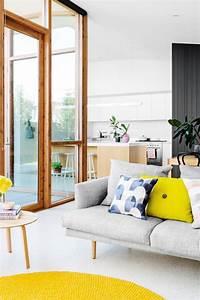 deco salon cuisine ouverte forum decoration interieure With tapis jaune avec recouvrir un canapé avec des plaids