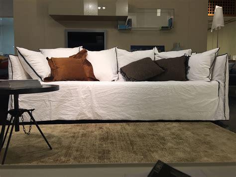 Divani Gervasoni divano ghost gervasoni in lino scontato 25 divani a