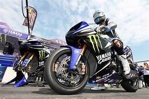 2011 AMA Pro National Guard Superbike Champion Josh Hayes ...