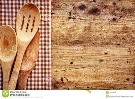 fond cuisine fond en bois avec des ustensiles de cuisine photographie