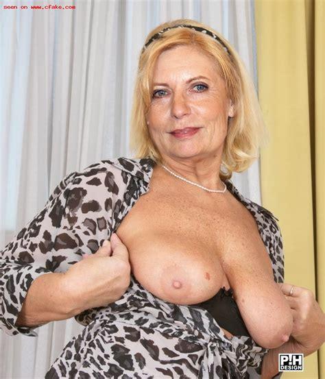 Sabine Bach  nackt